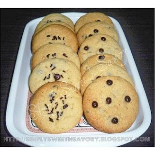 Peanut Butter & Chocolate Chips Cookies.
