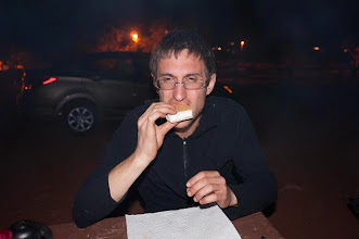 Photo: Daniele's first ever smore! At our campsite just outside of Monument Valley Navajo Tribal Park, Arizonia and Utah, USA