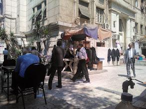 Photo: antes de salir para el barrio copto, paro a desayunar en un café muy concurrido, cerca de la parada del metro llamada nasi (o nasser)
