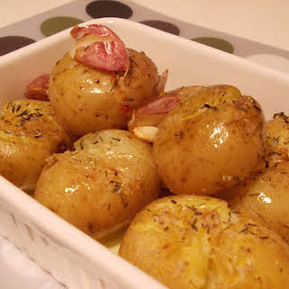 Roasted Potatoes with Garlic and Thyme.