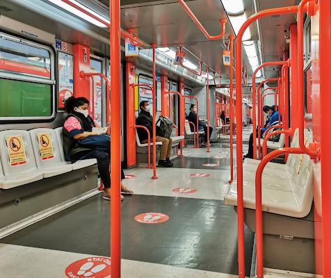 distanziamento in Metropolitana di angart71