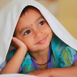 Aasmee Portrait by Rahul Bagul - Babies & Children Child Portraits ( girl, emotions, indian, child portrait, candid, eyes,  )