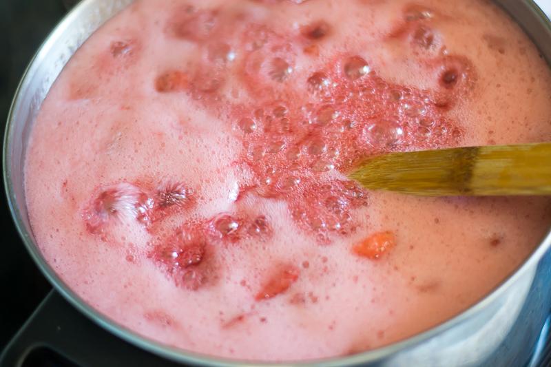 15-strawberry-jam-challenge-strawberry-jam-full-roiling-boil.jpg