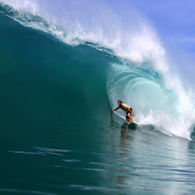 Skeeta on a Tano Niha bomb by Paul Kennedy - Sports & Fitness Surfing ( surfing, surfer, big waves, surf )