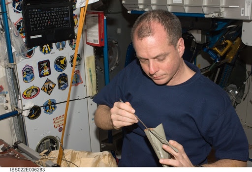 Creamer in the Node 1 during Expedition 22