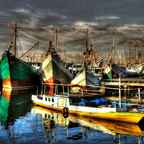 Big and Small by Hernan Halim - Transportation Boats ( makassar, pinisi, traditional harbour, paotere )