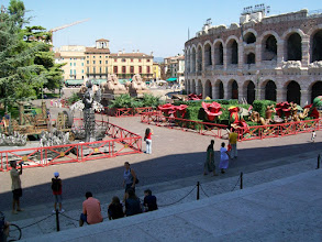 Photo: Rustdag in Verona Temp.maximum: 22 graden, Wind: 4 Bfr, Windrichting: z.w. Weerbeeld: warm - zonnig. ODO totaal: 1398 km De arena van Verona