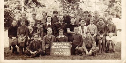 Photo: 1955/56, 6.o. Molnár János ig., Kulcsár Eszter o.f. Kissné Vörös Margit. , Csicsói Magyar Tannyelvű Alapiskola