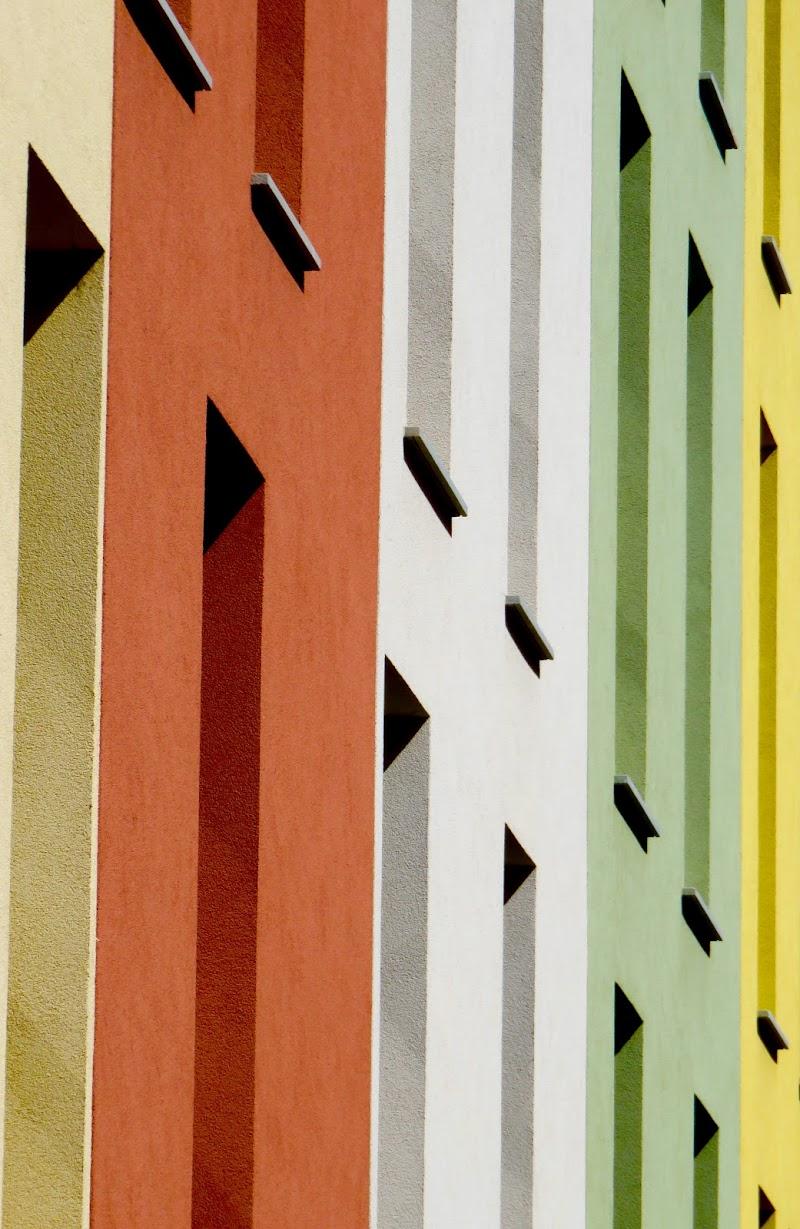 abitare a colori  linee triangoli di mariellaturlon