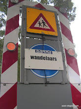 Photo: Pas op GAMMA wandelaars.....