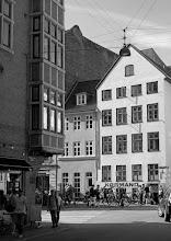 """Photo: 2. plads september 2019, foto: Hans Blensø. Tema: """"Bybilleder fra Region Hovedstaden i sort-hvid""""."""
