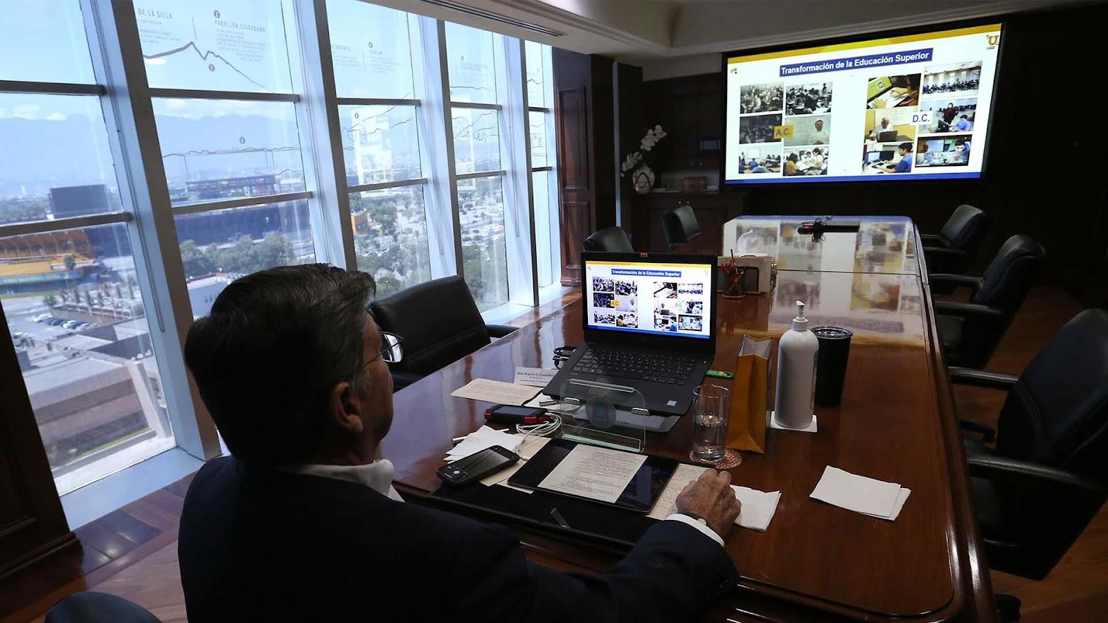Comparte Rector de UANL estrategia digital en congreso internacional