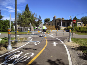 Photo: Great gates , Kirkland, pay attention . These are cyclist friendly