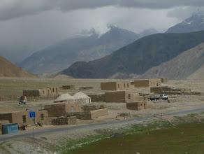 Photo: Po cestě potkáváme několik skromných vesniček.