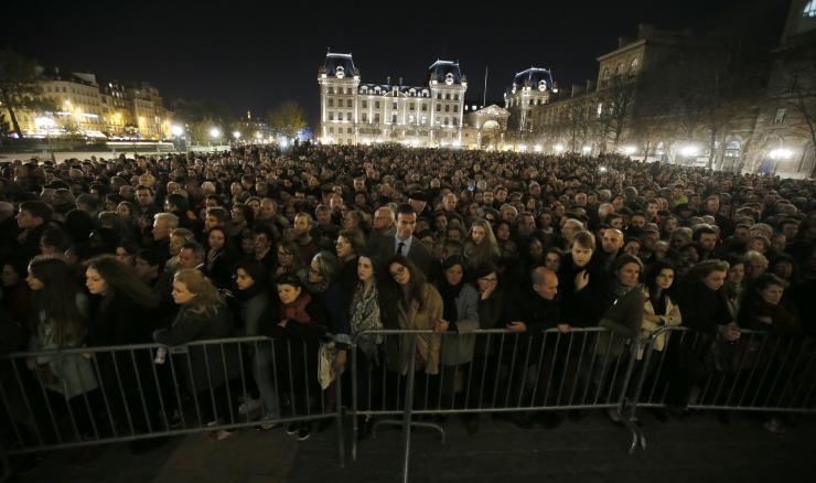 paris-attack-notre-dame-memorial.jpg
