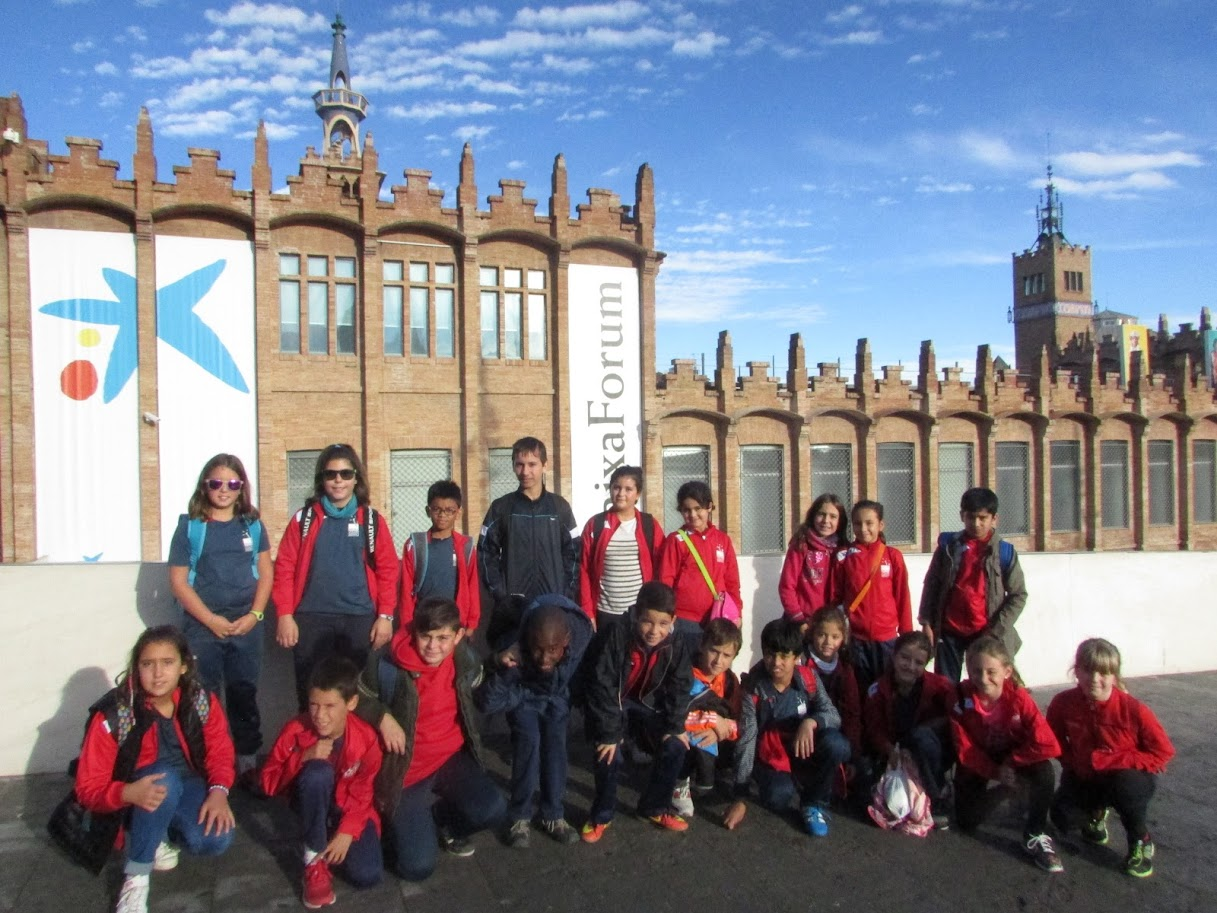 Alumnes de 5è davant del CaixaForum.