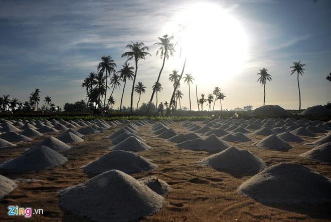 """Từng ụ cát thẳng tắp thẳng tắp tạo nên bức tranh """"Ngày mới"""" độc đáo ở huyện đảo tiền tiêu."""