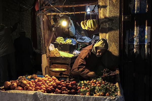 Il venditore di frutta, come un Caravaggio di nicolapezzatini