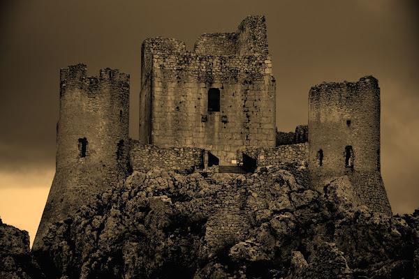 Il castello dei misteri di MORENO ANTOGNOLI