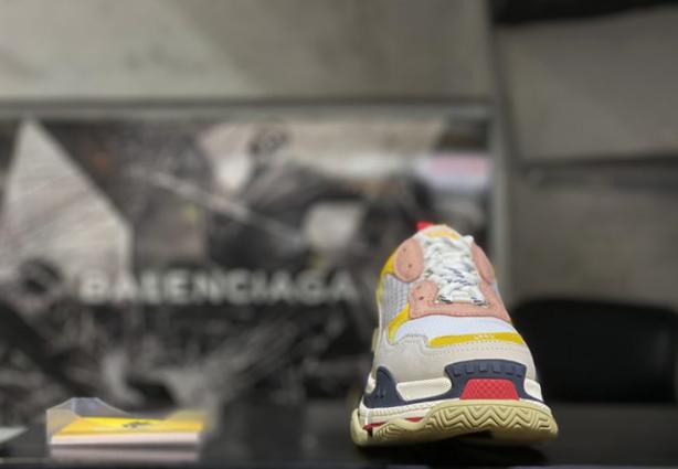 Tại sao nên mua giày Like Authentic ở những đơn vị uy tín