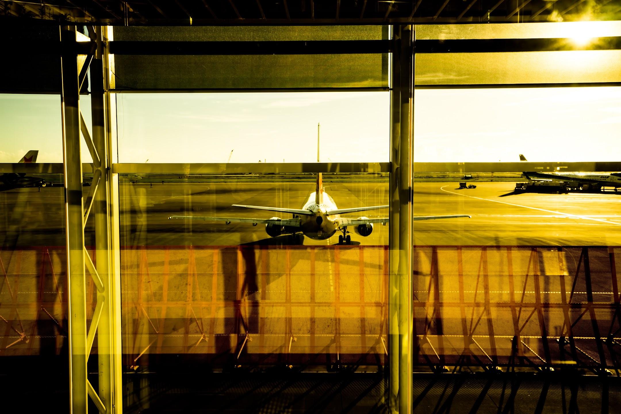 Okinawa Naha airport airplane1
