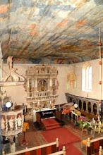 Photo: expressionistische Deckenmalerei des 20. Jahrhunderts in einer barocken Dorfkirche