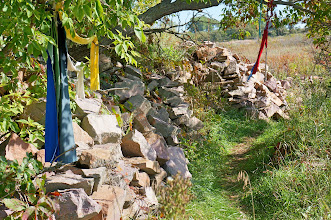 Photo: Prayer offerings on the path to the quarries. (2016 photo)