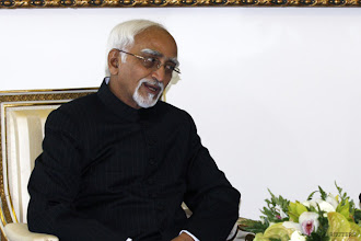 Photo: UPA names Hamid Ansari as Vice Presidential candidate http://t.in.com/7qfc