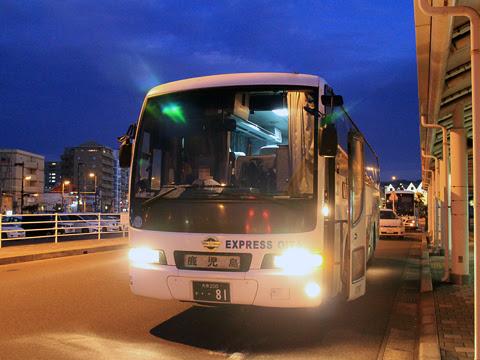 大分バス「トロピカル号」 12767 鹿児島本港到着
