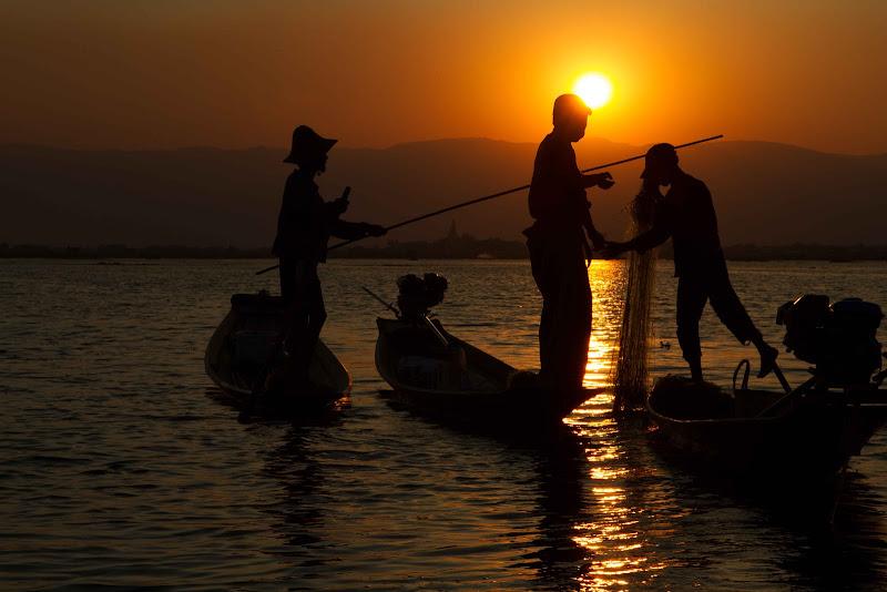 raccogliendo le reti al tramonto di antonioromei