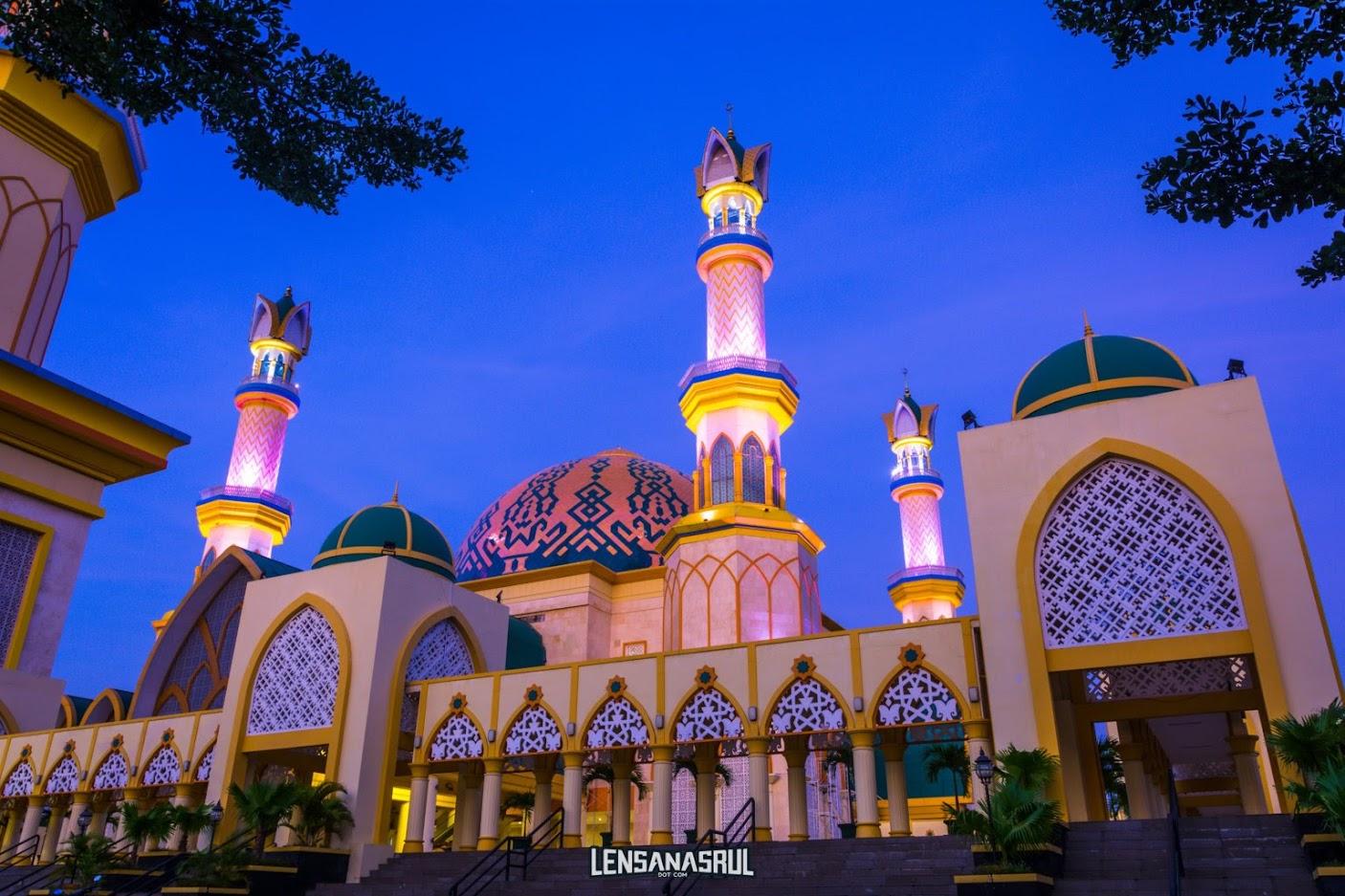 Subuh  masjid Raya  Hubbul Wathan Islamic Centre NTB