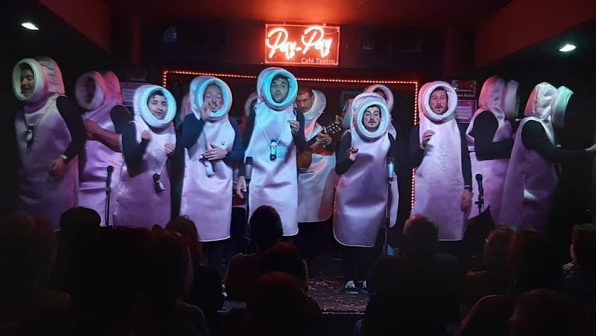Los \'satisfyer\' albojenses durante una de sus actuaciones.
