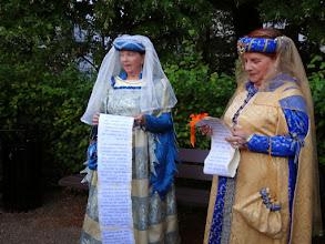 Photo: Mauricette et Janine évoquent Christine de Pisan