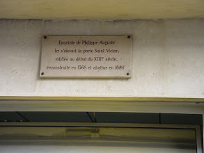 Photo: Another small plaque at 2 Rues des Ecoles (right above un distributeur – an ATM!) denoting the major Porte St. Victor here, named for the Abbey just outside the Wall in this area.
