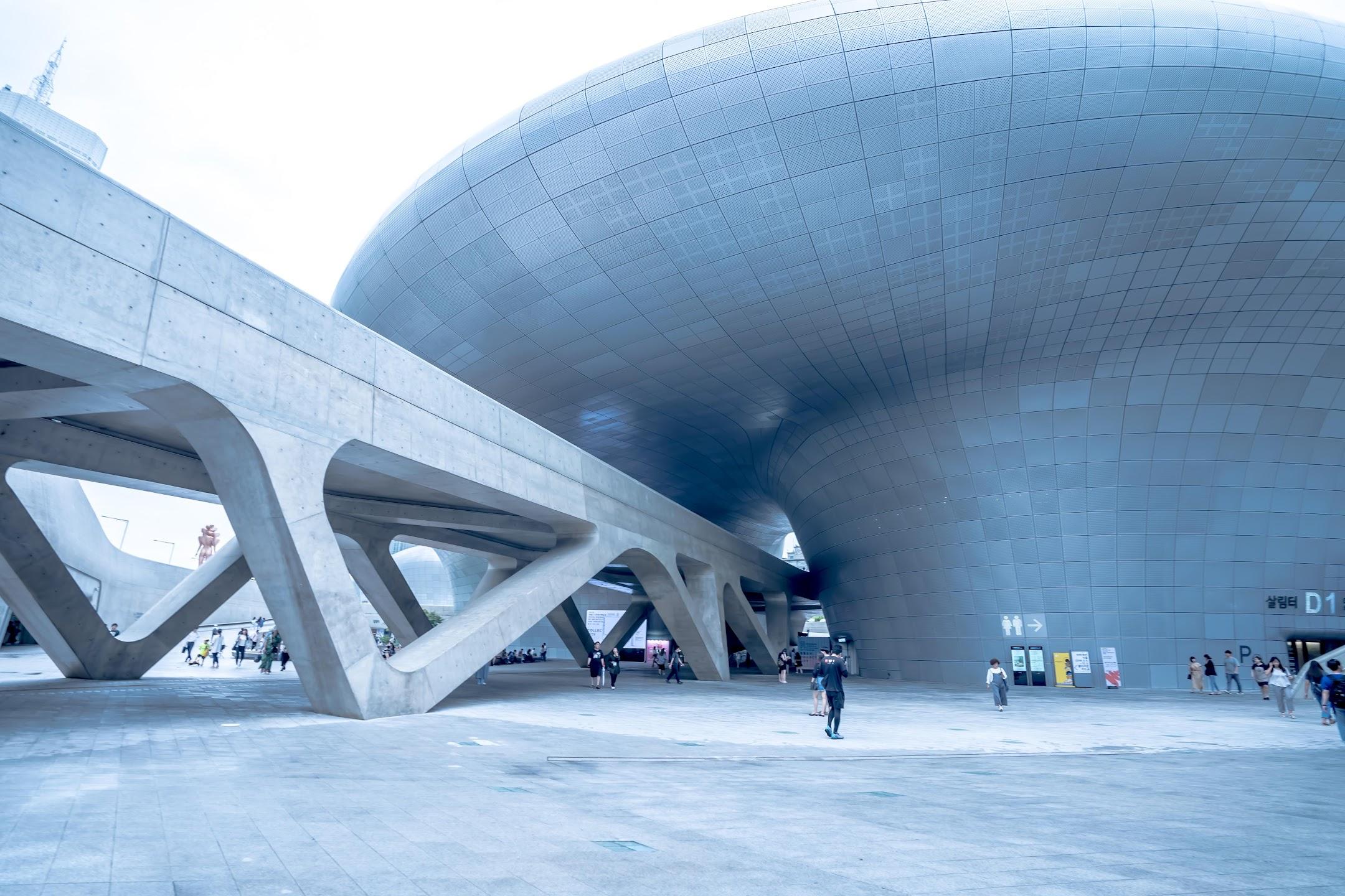 Seoul Dongdaemun Design Plaza (DDP)1
