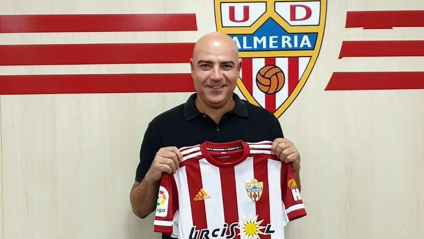 Miguel Compán seguirá en el Almería.
