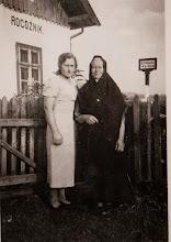 Photo: Lata 40 te. Z lewej Zofia Aksamit ze swoją matką.  Zdjęcie udostępnione prze P.Ewe Aksamit.