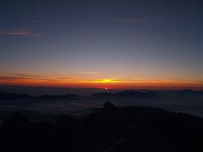 Photo: 5:51   In začelo se je....sonce je začelo svojo dnevno izmeno. Pa zdaj ne vem....ali sem ga prišel jaz pozdraviti ali on mene :)