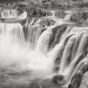 Shoshone Falls by Lisa Kidd - Landscapes Waterscapes ( idaho, desert, waterfalls )