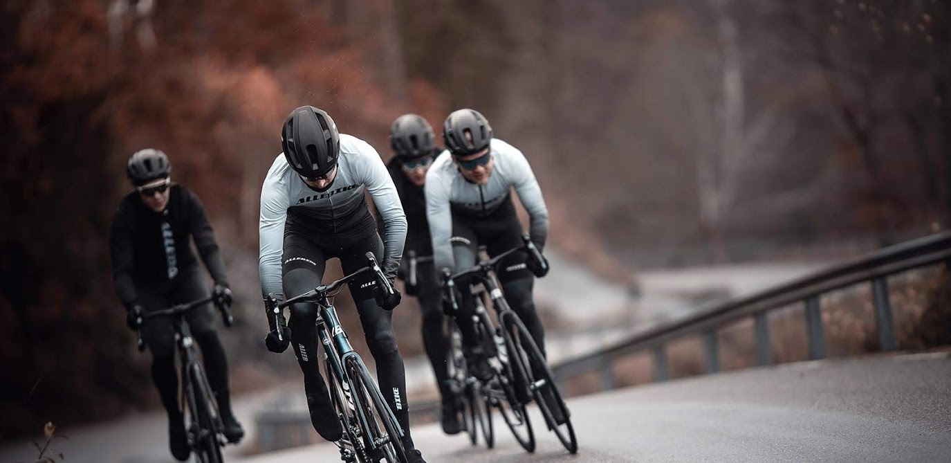 Landsvägscyklar och racers från Allebike för tävling och träning.