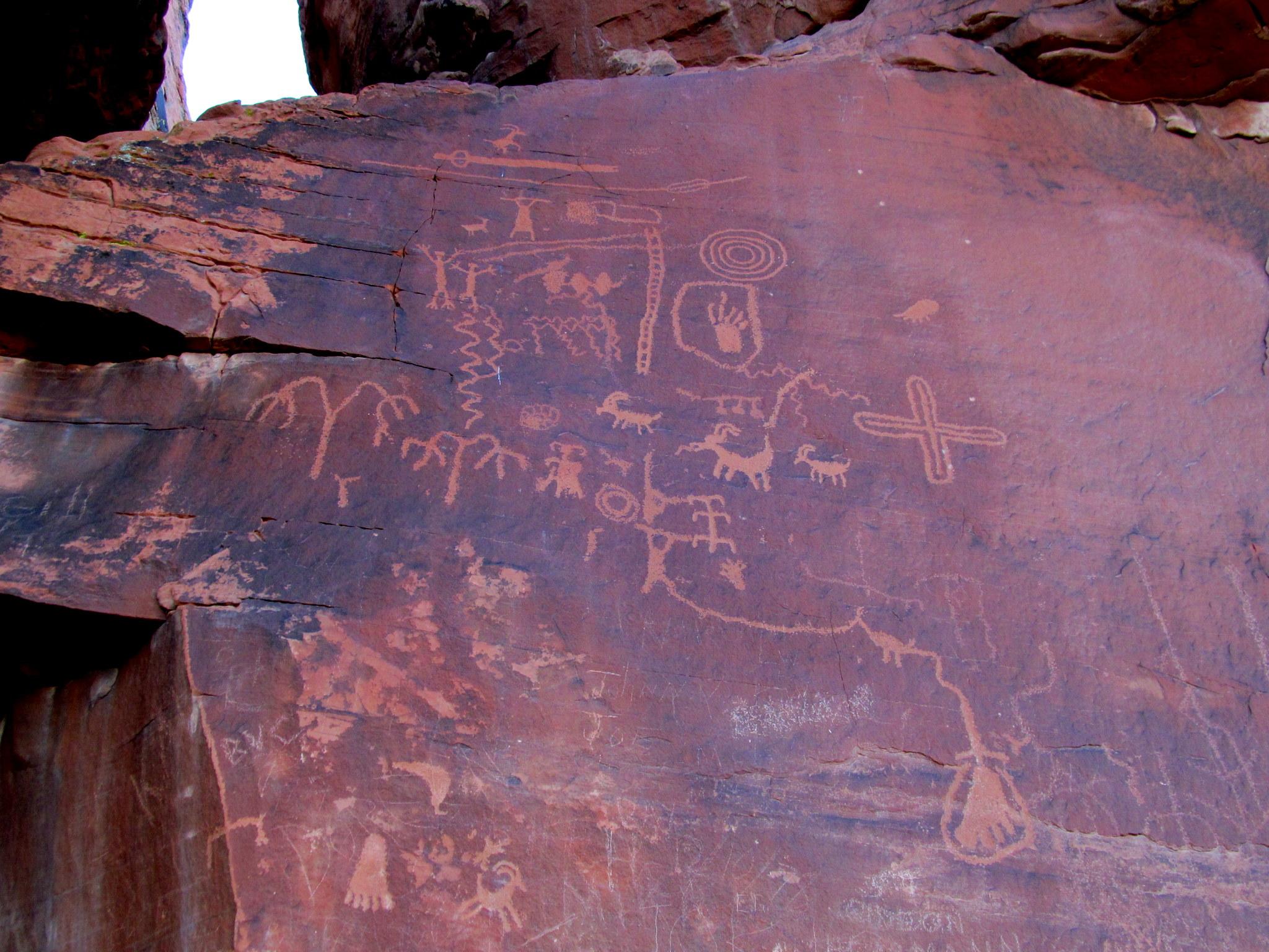 Photo: Atlatl Rock petroglyphs