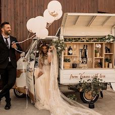 Wedding photographer Simona Toma (JurnalFotografic). Photo of 17.09.2019