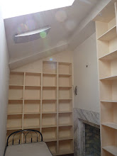 Photo: Beijing - looking for room, southeast from work in walking distance, funny high ceiling room with shelfes on all walls without single normal cabinet with lights switches and power outlet in floor :-) 1400 or 1200RMB per month, dont' remember, photo taken 111002