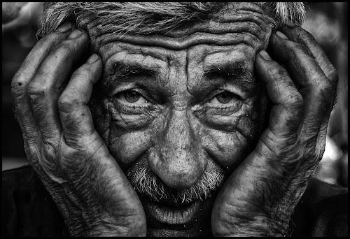 Er het hart van in by Etienne Chalmet - Black & White Portraits & People ( black and white, street, people, portrait )