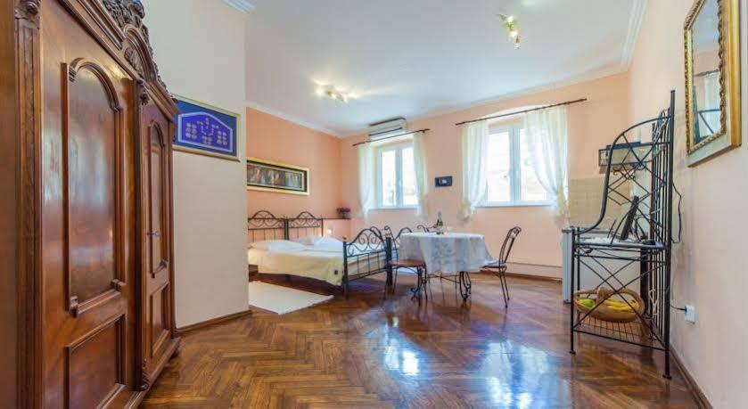 Apartments Amoret