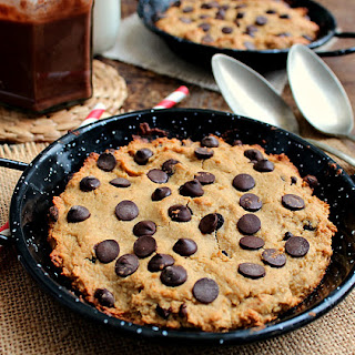 Skinny Chocolate Chip Pizookie + Vegan Fudge Sauce