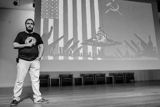 Photo: Mario @Fooly_Cooly, cometiendo la insensatez cósmica de ponerse a hablar de bombas en pleno centro del universo.