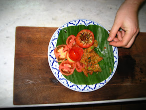 Photo: Tord Man Plaa (Fish Cakes) with a tomato rose and dipping cup