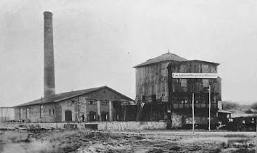 Photo: Tagesanlage der Grube Emma (Kohleverladung) im Vordergrund die Bahnstrecke Helmstedt-Barmke