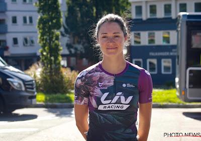 🎥 Teamgenote van Kopecky ontsnapt in finale en schrijft La Classique Morbihan op haar naam